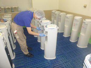 ①冷・温水の蛇口を新品に交換。温水のチェック。